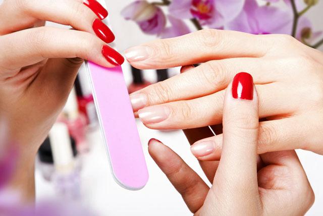 Manicure klasyczny z malowaniem paznokci