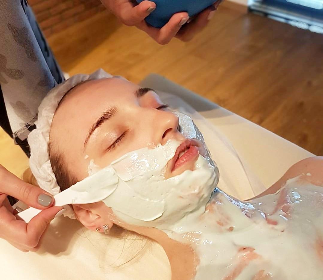 6 zasad pielęgnacji szyi i dekoltu - Blog Kosmetyczny