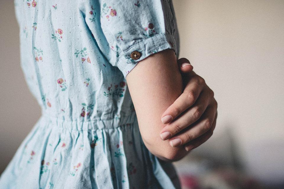 Dlaczego na paznokciach pojawiają się białe plamki - Blog Kosmetyczny