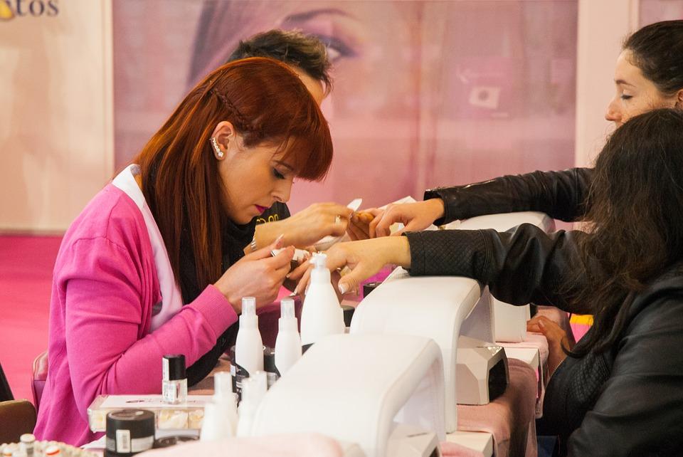 Czy aceton szkodzi paznokciom - Blog Kosmetyczny